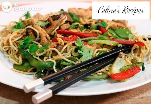 Chinese fried noodles with chicken and vegetables