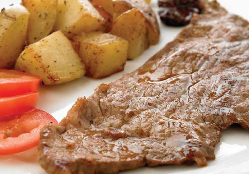 Steak with aromatic potatoes: easy and delicious recipe